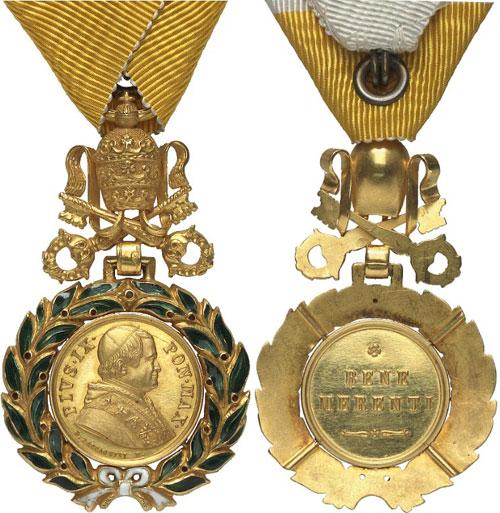 Lot 570: ORDERS / VATICAN. Military and Civil Badge of Honor (Signum Honoris Classis Militaris vel Classis Civilis). Gold badge of honor. Extremely rare. II. Estimate: 15,000,- euros