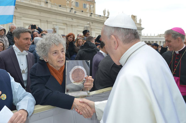 Pope-and-Mrs-Cretara.