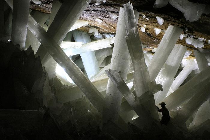 1024px-Cristales_cueva_de_Naica CC SMALL