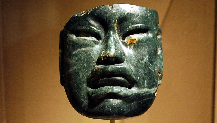 800px-WLA_metmuseum_Olmec_Jadeite_Mask_3 CC futons_of_rockSMALL