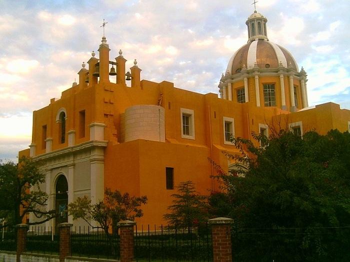Mexico-nuevo-leon-montemorelos-iglesia CCSMALL