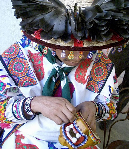 Jalisco800px-Huichol_Trabajando CCSMALL