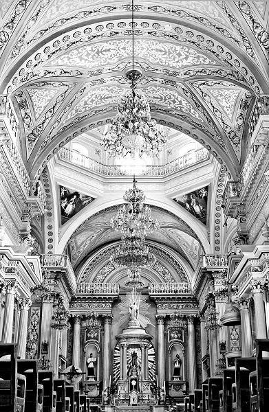 800px-Interior_de_la_basilica_colegiata_de_Nuestra_SeSMALL