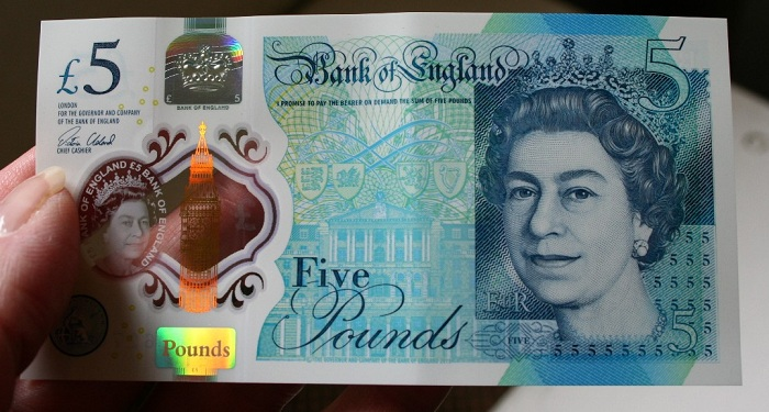 new churchill £5 aSMALLL