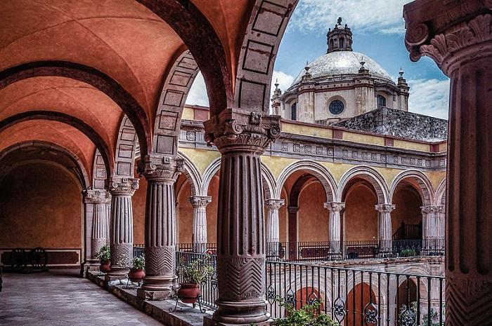 800px-Templo_de_San_Francisco_-_Ex_Convento_de_Santiago,_después_de_San_FranciscoSMALL